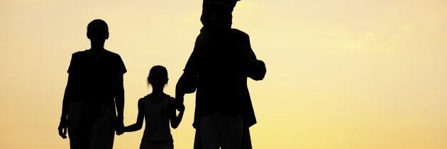 आपल्या मुलांना शिकवण्यासाठी दहा आवश्यक धडे