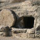 एक वेदनामय आणि सुंदर दफन – अंधारात देवाचे आज्ञापालन