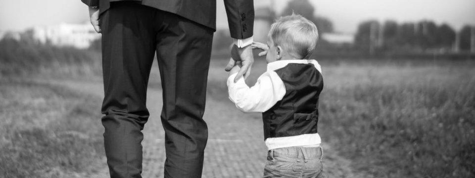 तुमच्या कुटुंबाला पैशापेक्षा अधिक गरज आहे                                               लेखक: जे हॉफेलर